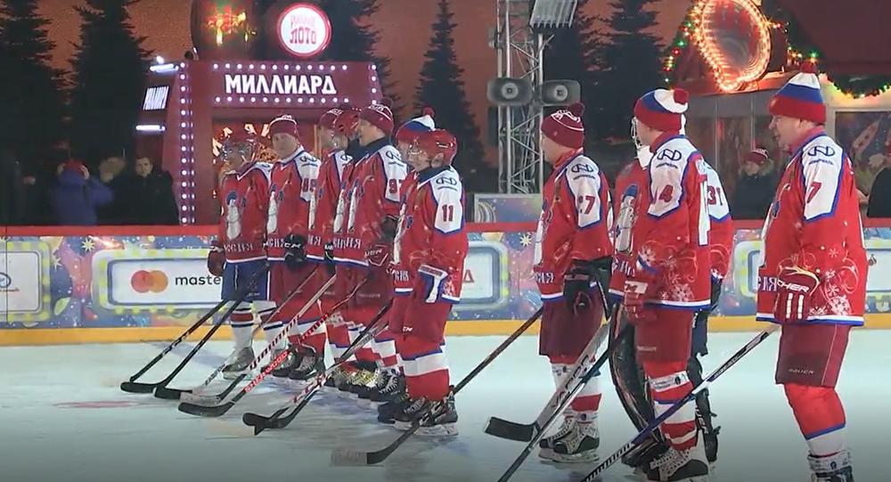 Video: Putin si spolu s ruskými vysoce postavenými úředníky a byznysmeny zahrál hokej na Rudém náměstí. Prohrál nebo vyhrál?