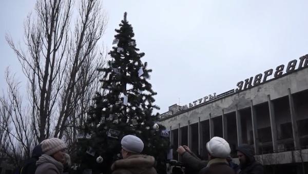 Vánoce v černobylské uzavřené zóně. Poprvé po 33 letech zdobili v Černobylu vánoční stromek - Sputnik Česká republika