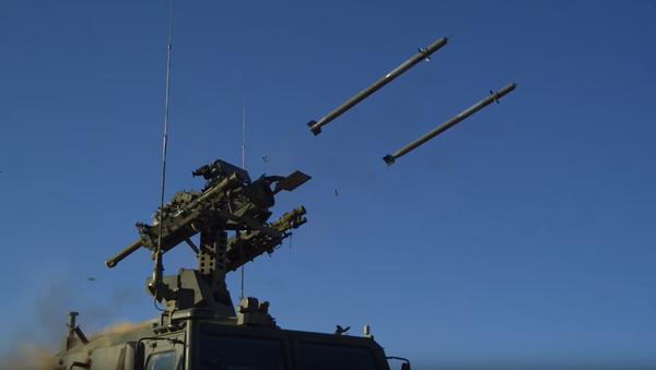 Rusko na počest 104. výročí jednotek protivzdušné obrany odhalilo nejnovější  mobilní raketový komplex - Sputnik Česká republika
