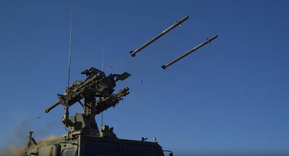 Rusko na počest 104. výročí jednotek protivzdušné obrany odhalilo nejnovější  mobilní raketový komplex