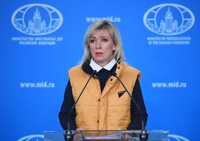 Marija Zacharovová ve žluté vestě