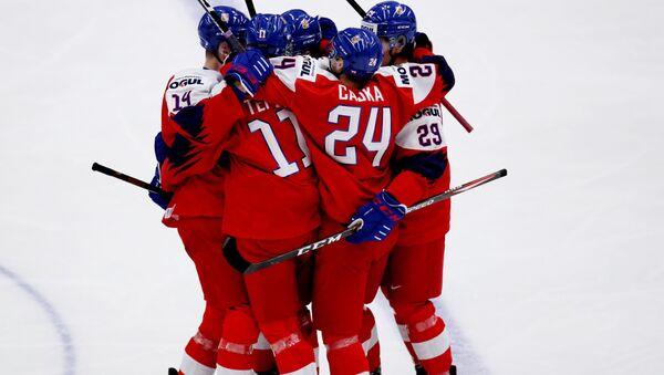 Čeští hokejisté po vstřelené brance do sítě hokejistů Ruska v prvním zápase MS hokejistů do 20 let v Ostravě - Sputnik Česká republika