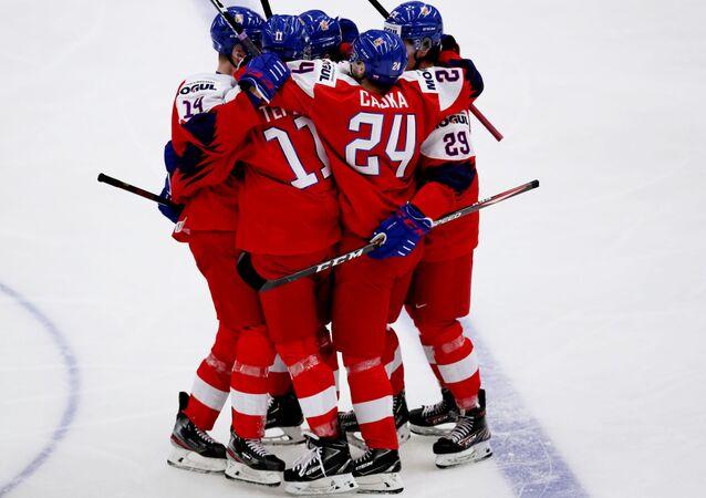 Čeští hokejisté po vstřelené brance do sítě hokejistů Ruska v prvním zápase MS hokejistů do 20 let v Ostravě