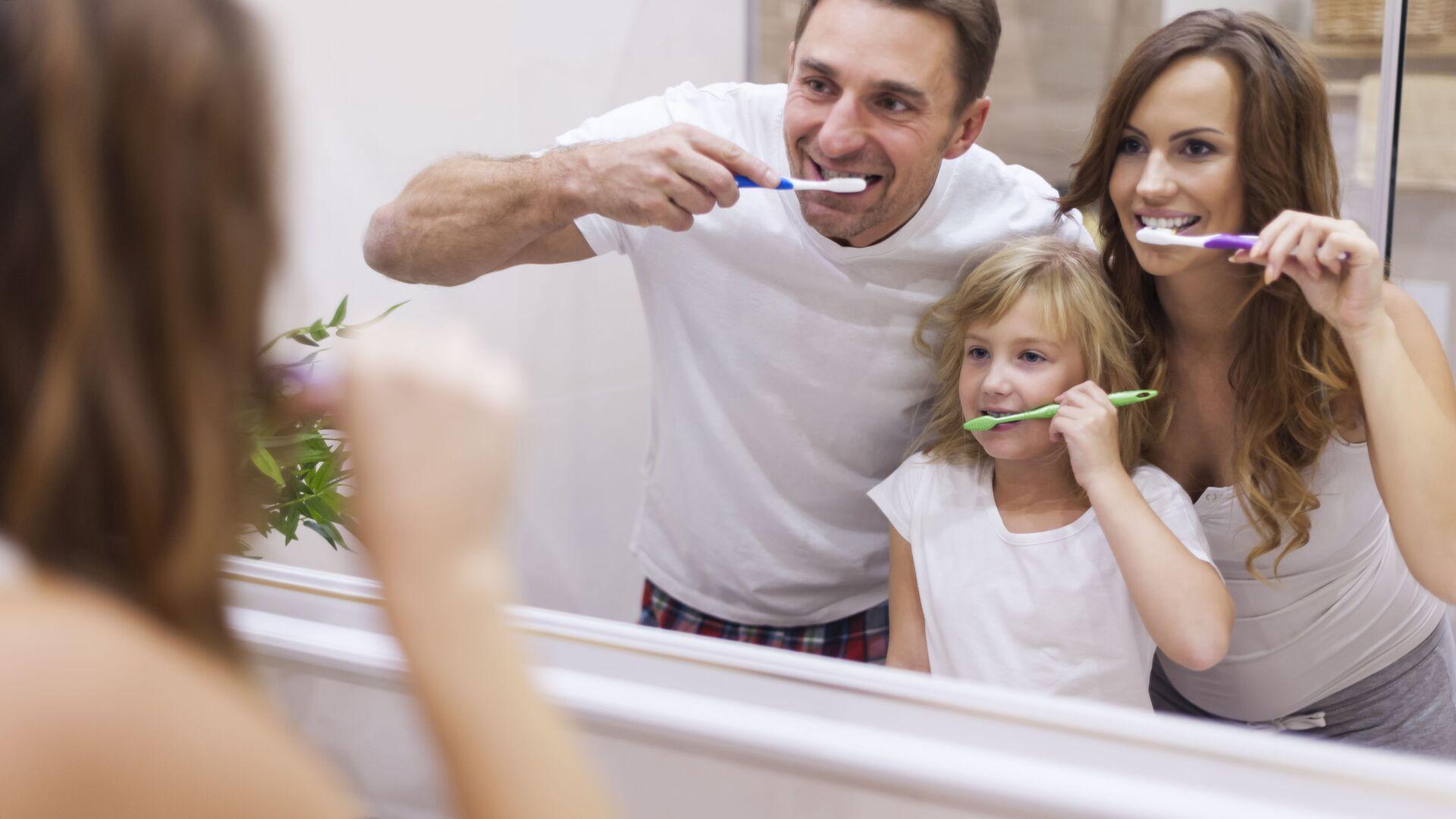 Rodina si čistí zuby - Sputnik Česká republika, 1920, 22.08.2021