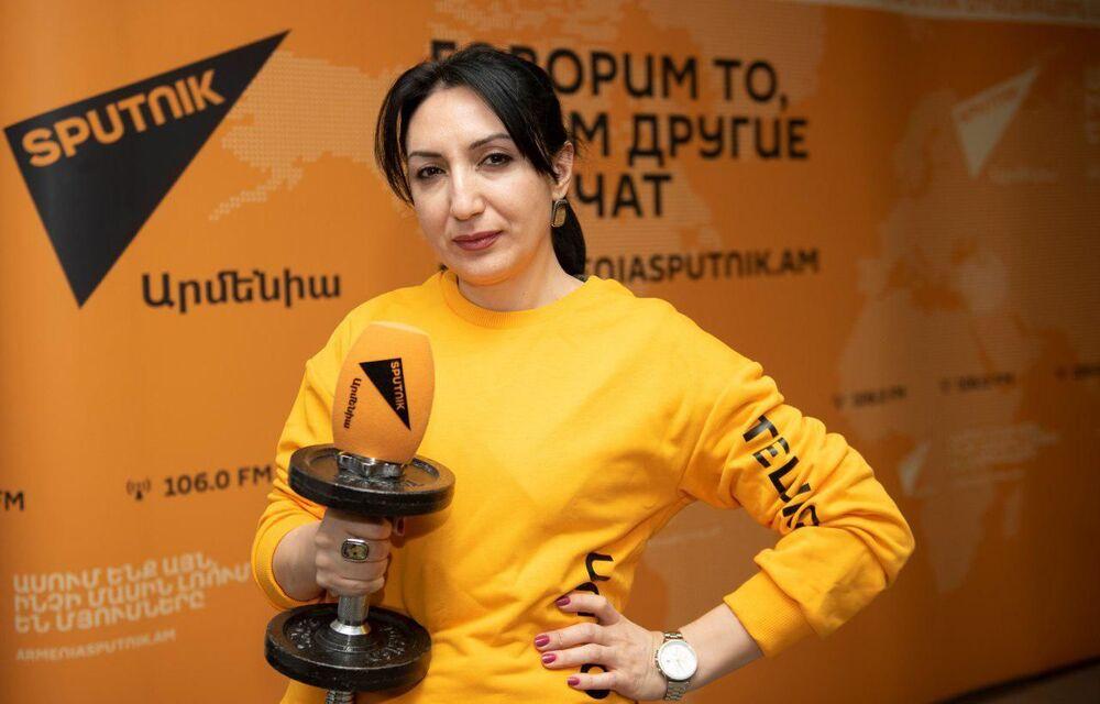 Zaměstnankyně redakce Sputnik Kyrgyzstán během akce #SputnikSíla