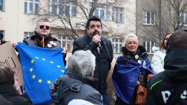 Demonstrace odpůrců sochy maršála Koněva - Sputnik Česká republika