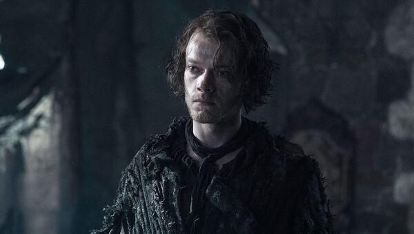 Alfie Allen ztvárňující postavu Theona Greyjoye v seriálu Hry o trůny - Sputnik Česká republika