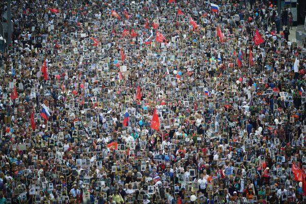 Účastníci akce Nesmrtelný pluk v Moskvě - Sputnik Česká republika