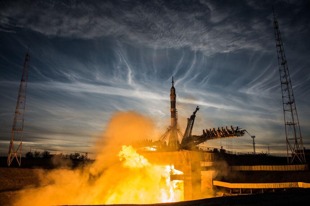 Start nosné rakety Sojuz-FG s pilotovanou lodí Sojuz MS-11 z odpalovacího zařízení Gagarinské plochy na kosmodromu Bajkonur