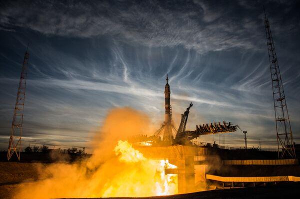 Start nosné rakety Sojuz-FG s pilotovanou lodí Sojuz MS-11 z odpalovacího zařízení Gagarinské plochy na kosmodromu Bajkonur - Sputnik Česká republika