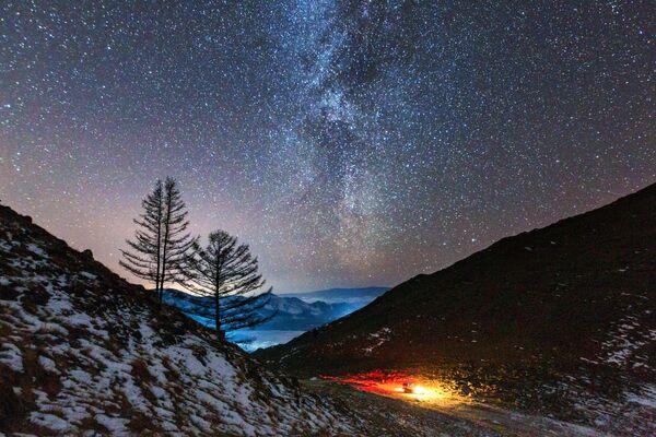 Mléčná dráha v údolí řeky Anga, která ústí do jezera Bajkal - Sputnik Česká republika