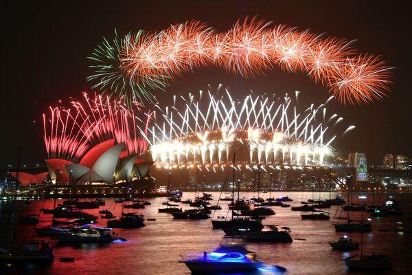 Ohňostroj během silvestrovských oslav v Sydney, Austrálie - Sputnik Česká republika