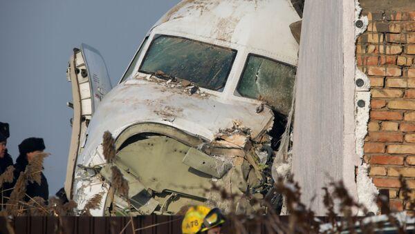 Letadlo společnosti Bek Air mělo vykonat let Almaty-Nur-sultan s 98 lidmi na palubě, včetně pětičlenné posádky. 27. prosince ztratilo při vzletu výšku, prorazilo betonovou ohradu a narazilo do jednopatrové budovy. Zahynulo 12 lidí. - Sputnik Česká republika