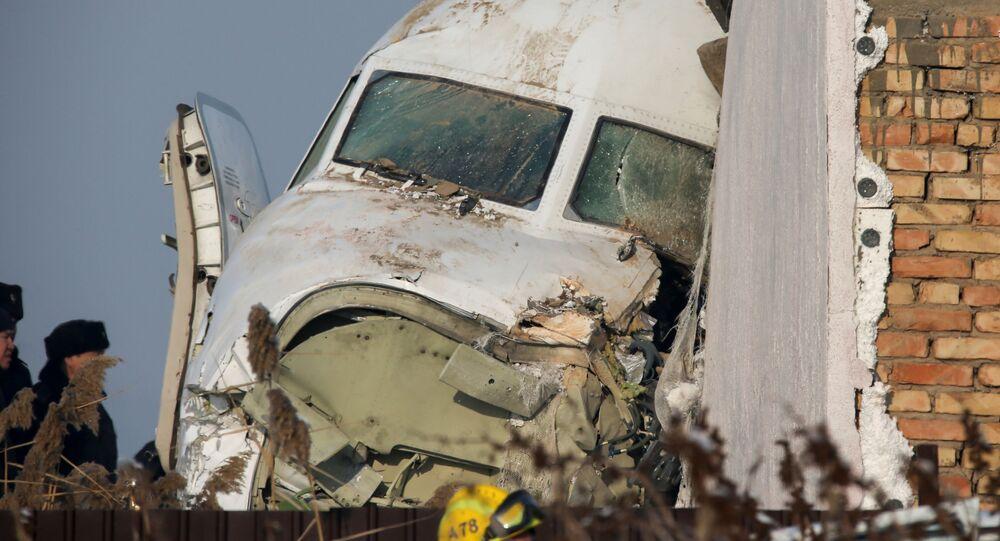 Letadlo společnosti Bek Air mělo vykonat let Almaty-Nur-sultan s 98 lidmi na palubě, včetně pětičlenné posádky. 27. prosince ztratilo při vzletu výšku, prorazilo betonovou ohradu a narazilo do jednopatrové budovy. Zahynulo 12 lidí.