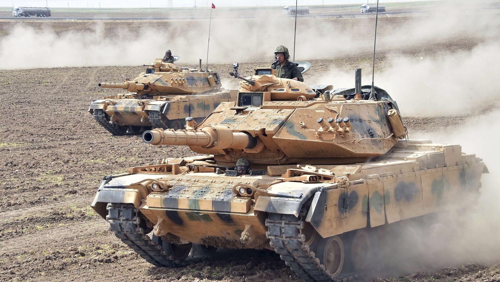 Turecké tanky na cvičeních Turecka a Iráku na irácko-turecké hranici. Ilustrační foto - Sputnik Česká republika, 1920, 15.04.2021