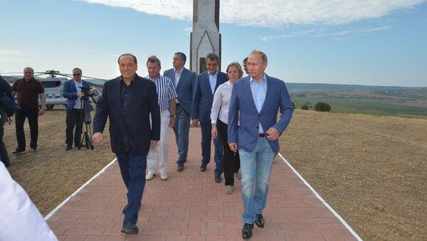 Silvio Berlusconi a Vladimir Putin na Krymu - Sputnik Česká republika