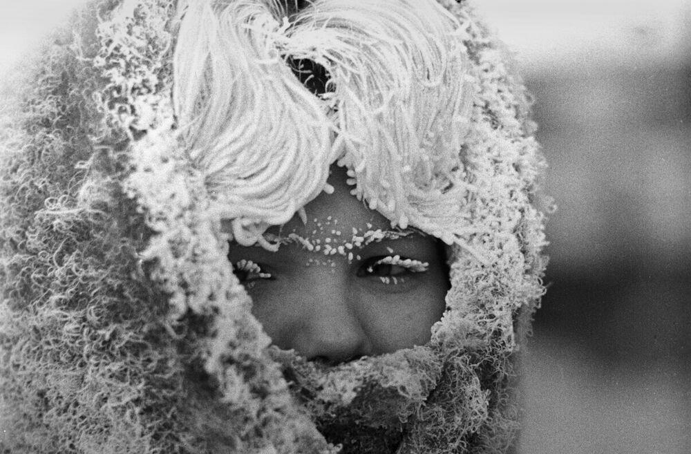 Dívka v silném mrazu