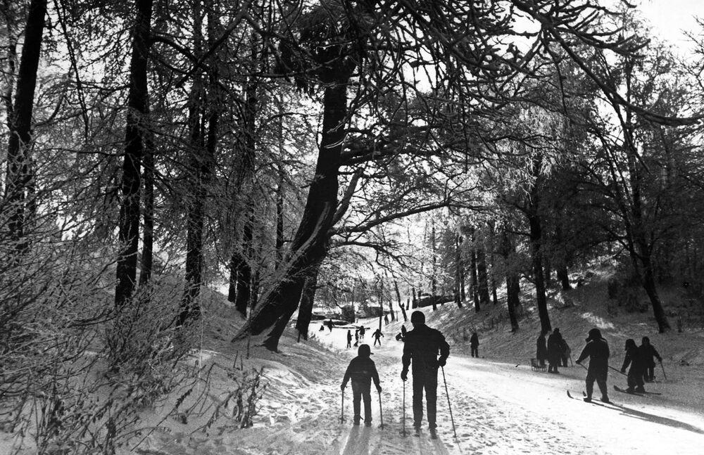 Lyžaři v Izmajlovském parku