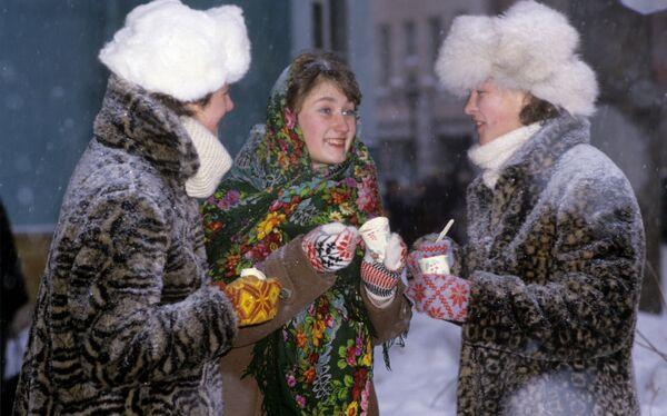 Dívky jedí zmrzlinu - Sputnik Česká republika