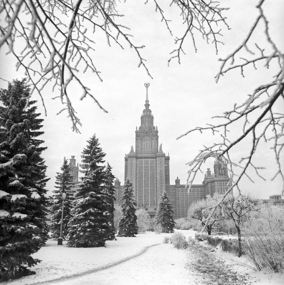 Pohled na Moskevskou státní univerzitu