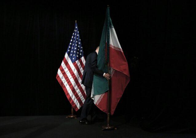 Vlajky USA a Íránu