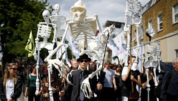 Pochod aktivistů Rebélie proti vyhynutí (Extinction Rebellion) v Londýně (13. 7. 2019) - Sputnik Česká republika