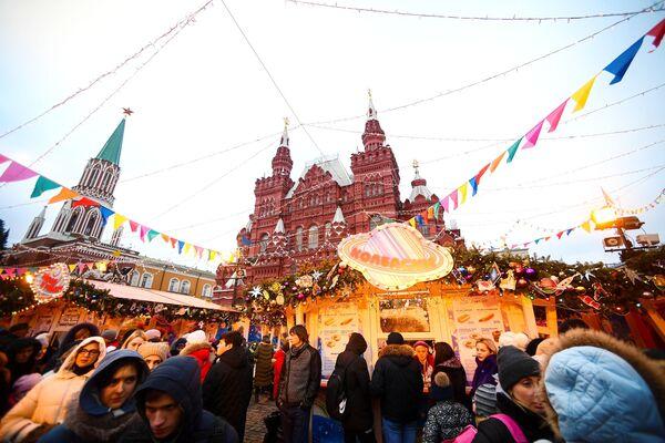 Kolotoče, kluziště a vánoční stánky na hlavním náměstí v Rusku: Jak v Moskvě slaví Vánoce a Nový rok - Sputnik Česká republika