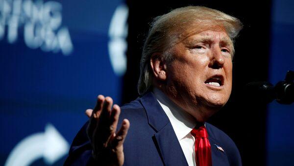 Americký prezident Donald Trump vystupuje na summitu Turning Point USA v Palm Beach na Floridě - Sputnik Česká republika