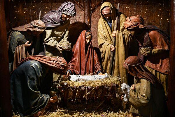 Vánoční betlém v Katedrále Petra a Pavla v Simferopolu - Sputnik Česká republika