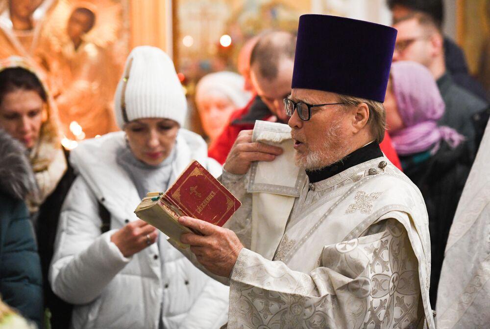 Vánoční bohoslužba v chrámu Panny Marie ve Vladivostoku