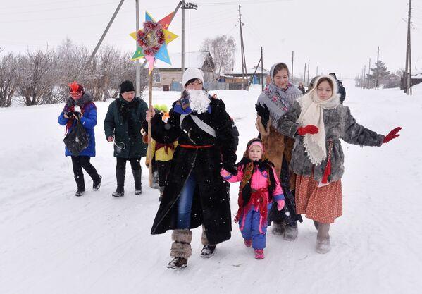 Účastníci koledy v kozácké vesnici Černorechye - Sputnik Česká republika