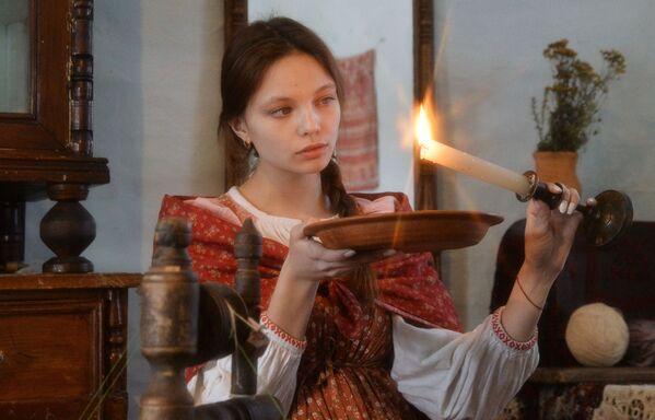 Dívka během věštby v kozácké vesnici Černorechye - Sputnik Česká republika