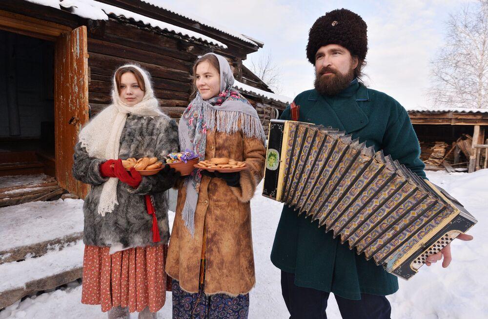 Účastníci koledy v kozácké vesnici Černorechye