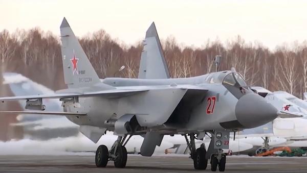Video: Vynikající dotankování ruských stíhacích letounů MiG-31BM ve vzduchu během letu přes 2,5 tisíce kilometrů - Sputnik Česká republika