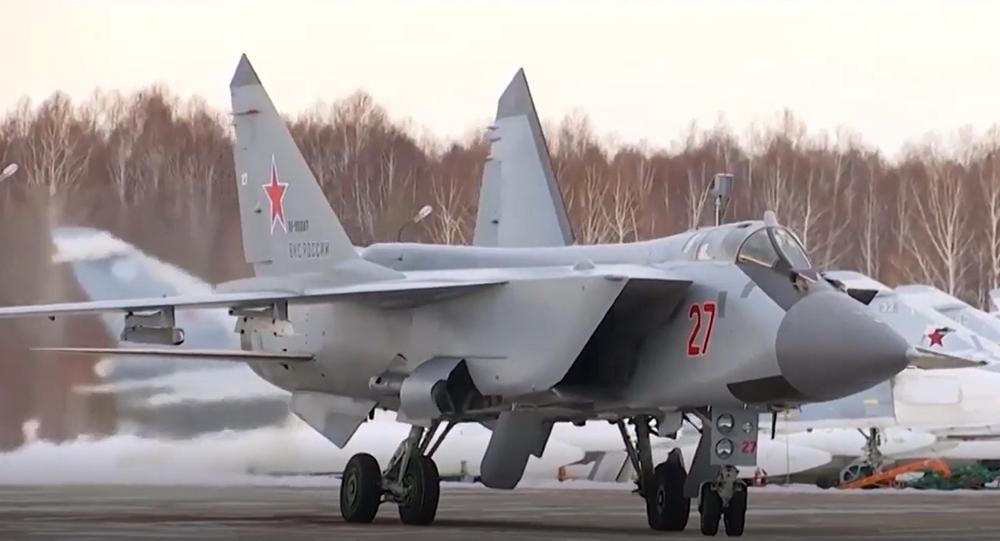 Video: Vynikající dotankování ruských stíhacích letounů MiG-31BM ve vzduchu během letu přes 2,5 tisíce kilometrů