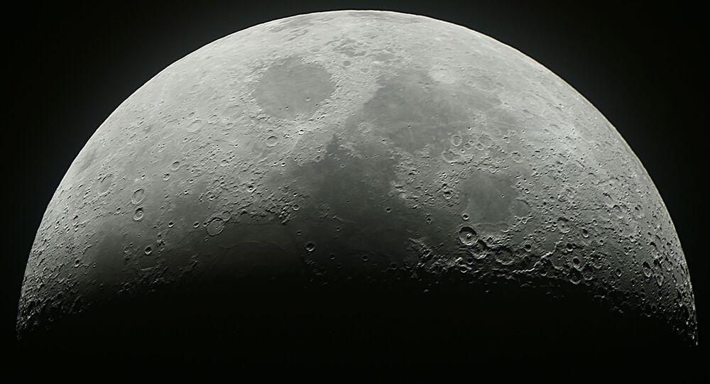 Měsíc. Ilustrační foto