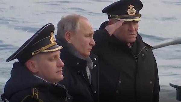 Video: Putin z paluby raketového křižníku osobně sledoval palby během cvičení na Krymu   - Sputnik Česká republika