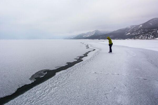 Dívka na jezeře Bajkal - Sputnik Česká republika