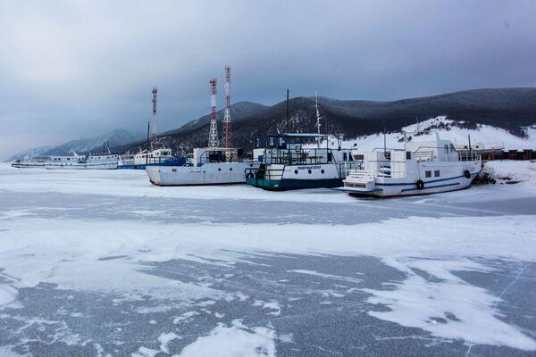 Lodě u jezera Bajkal - Sputnik Česká republika