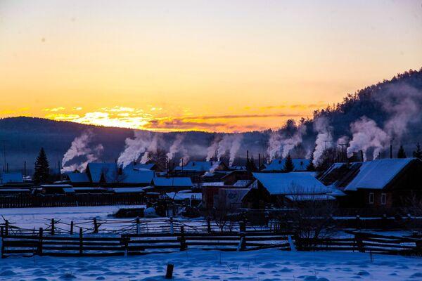 Vesnice Bolšoe Goloustnoje na jezeře Bajkal v Irkutské oblasti - Sputnik Česká republika