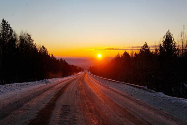 Dálnice mezi Irkutskem a vesnicí Bolšoe Goloustnoje v Irkutské oblasti - Sputnik Česká republika