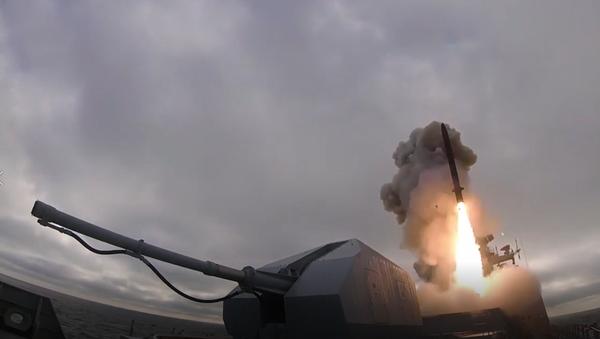 Video: Pod dohledem Putina v Rusku odpálili hypersonické rakety Kinžal přímo ze stíhačky MiG-31K - Sputnik Česká republika