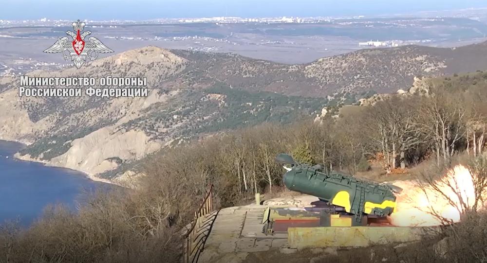 Video: Raketová jatka. Efektní záběry raketového odpálení na námořní cíle