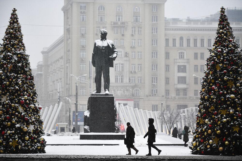 Památník Majakovského na Triumfálním náměstí v Moskvě