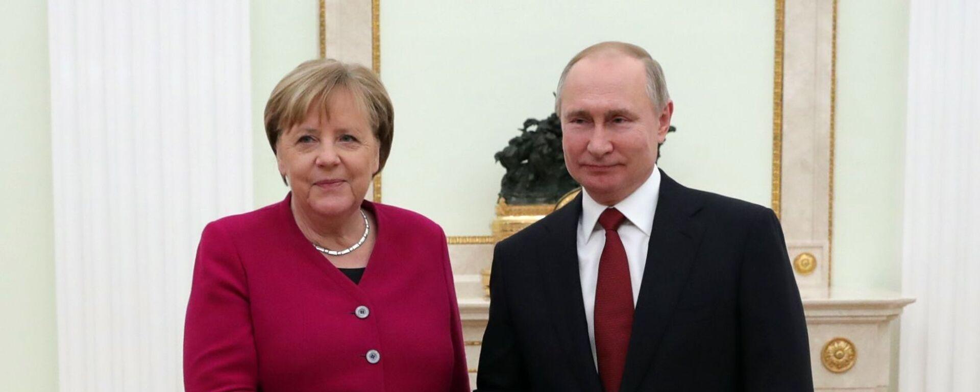 Ruský prezident Putin a německá kancléřka Angela Merkelová - Sputnik Česká republika, 1920, 22.06.2021