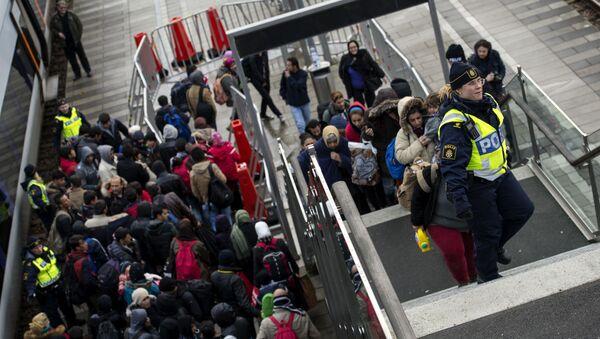 Migranti na vlakovém nádraží ve Švédsku - Sputnik Česká republika