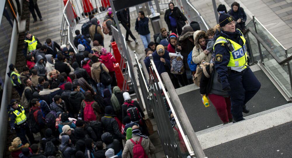 Migranti na vlakovém nádraží ve Švédsku