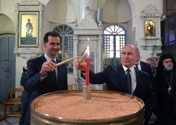 Президент России Владимир Путин и президент Сирии Башар Асад в кафедральном соборе Пресвятой Богородицы в Дамаске - Sputnik Česká republika