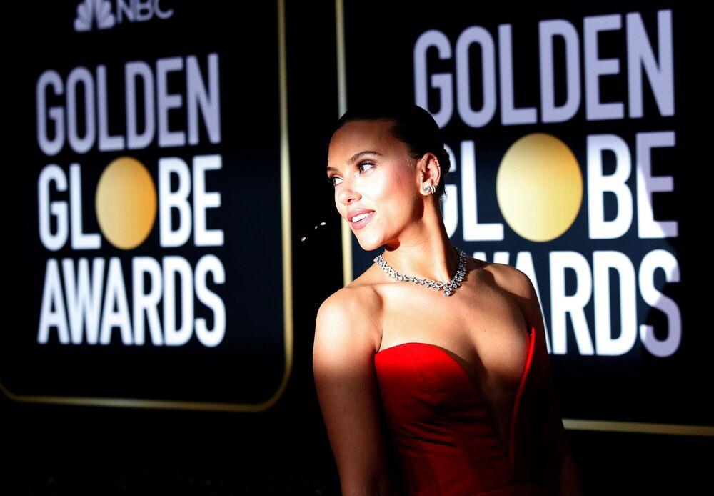 Herečka Scarlett Johanssonová na červeném koberci během ceremoniálu Zlatý glóbus