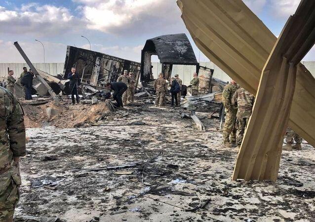 Záběry z ostřelování americké vojenské základny Ajn al-Asad v Iráku